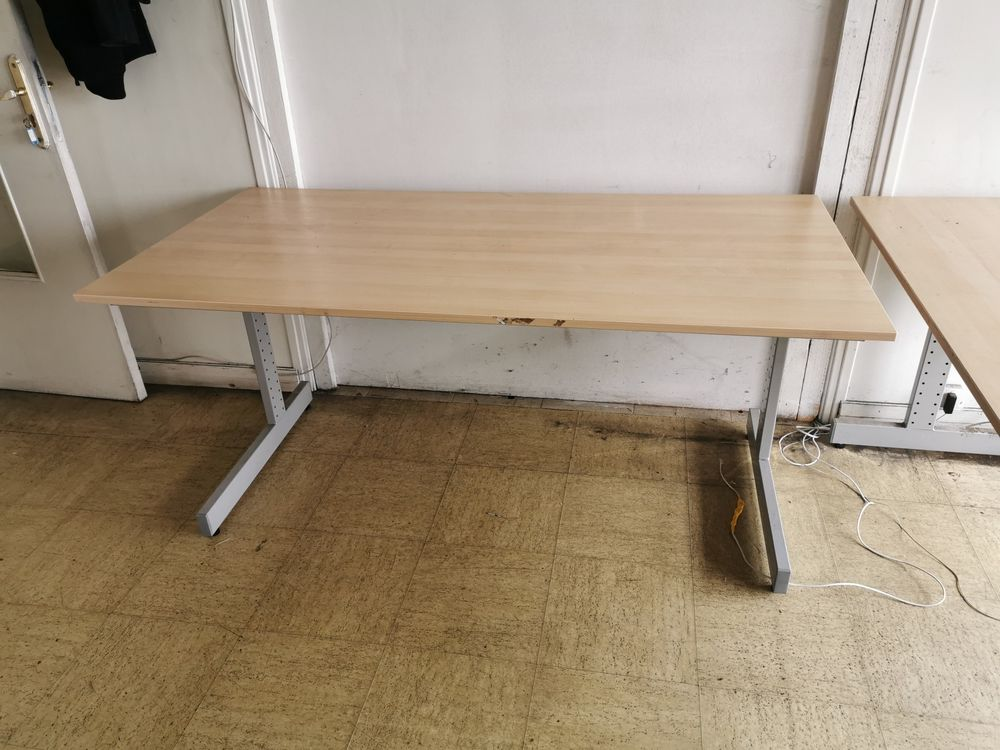 Table de bureau d'occasion. 50 Paris 18 (75)
