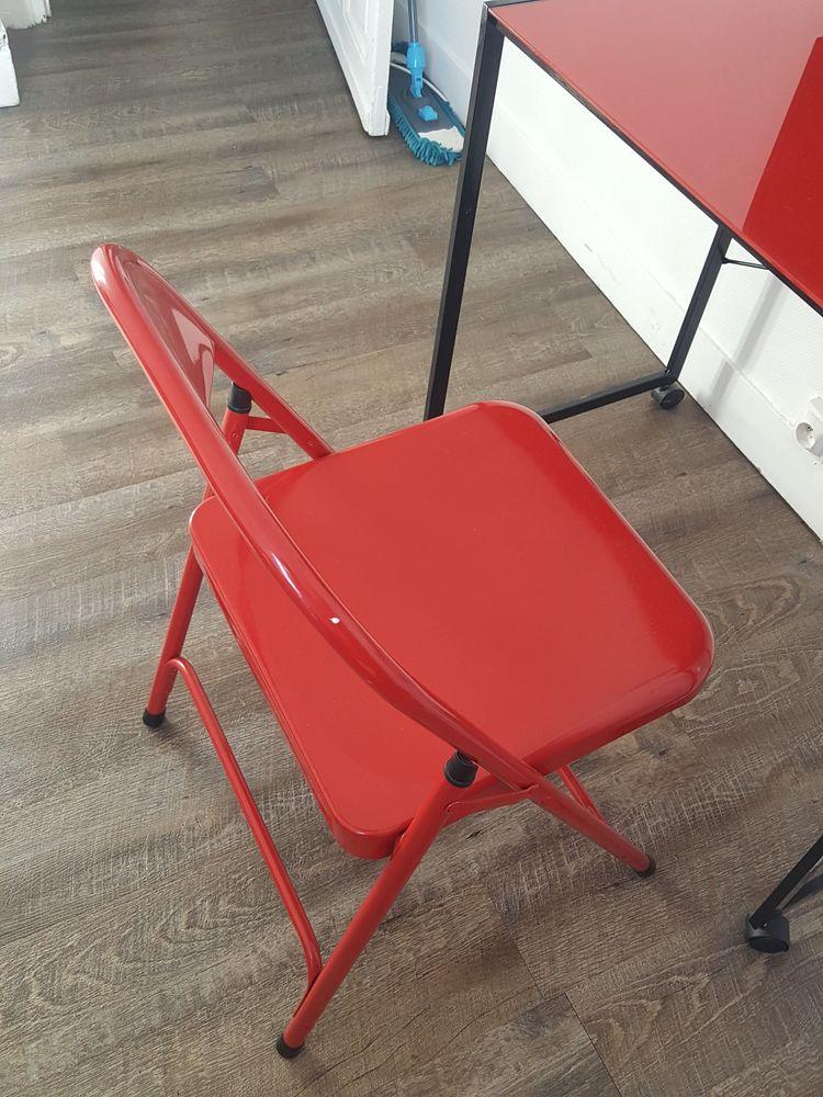 table bureau plus chaise pliante Meubles