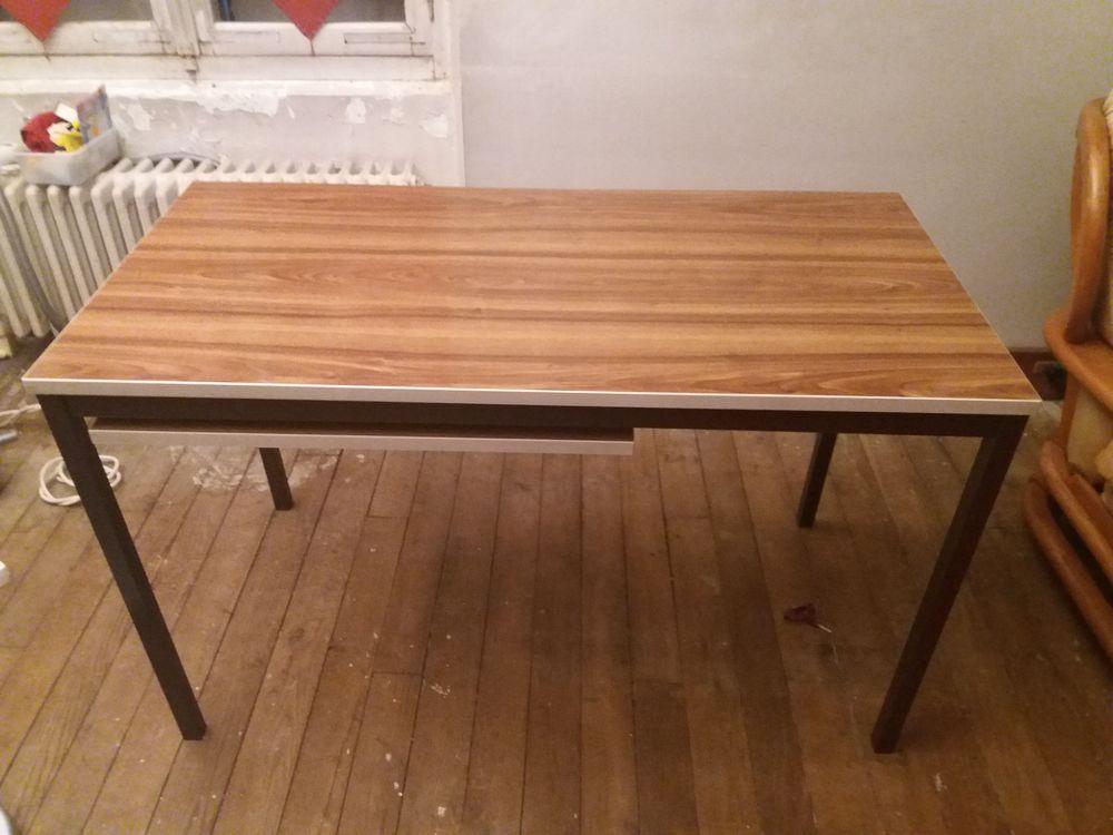 table bureau 40 Lagny-sur-Marne (77)