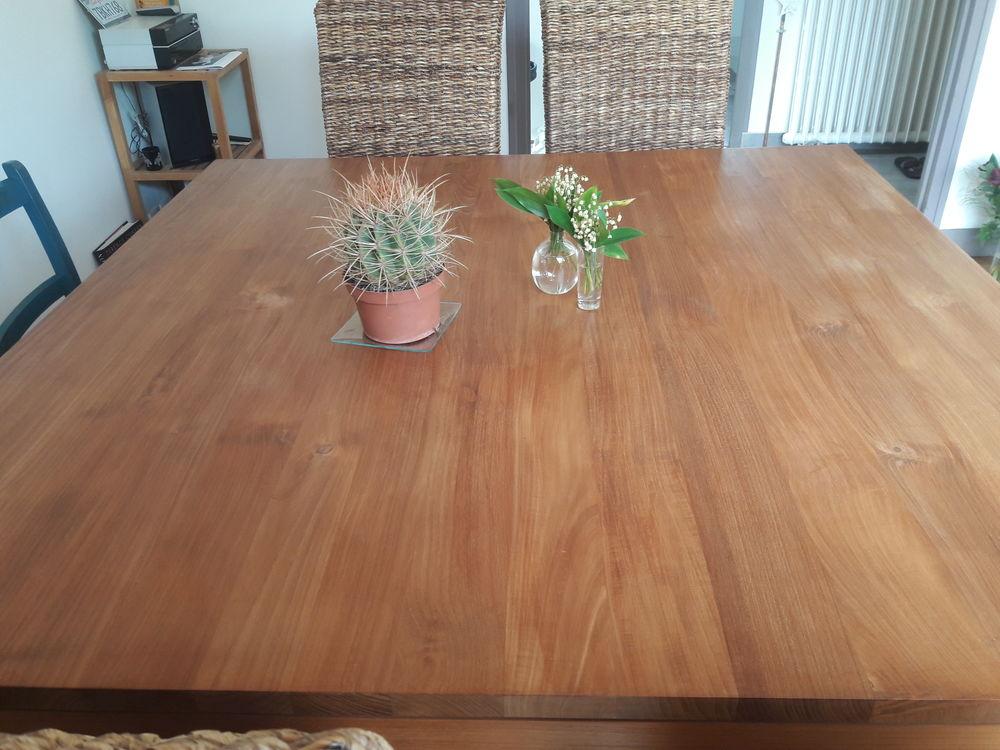 Table carrée teck TBE 600 Léognan (33)