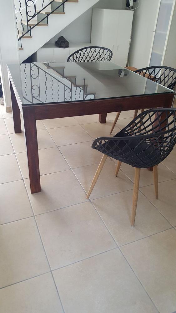 Table carrée 120 x 120 + verre posé dessus 180 eurod 180 Nice (06)