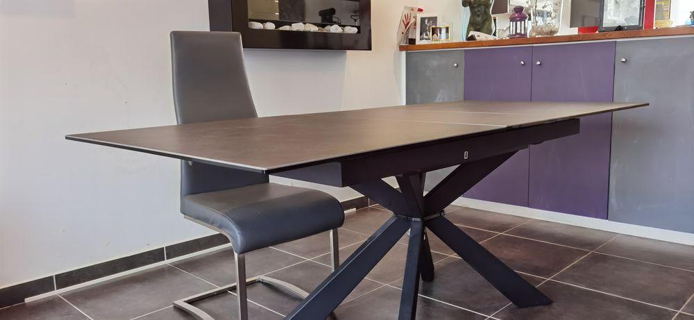 Table en céramique  ss pied 300 Champs-sur-Marne (77)
