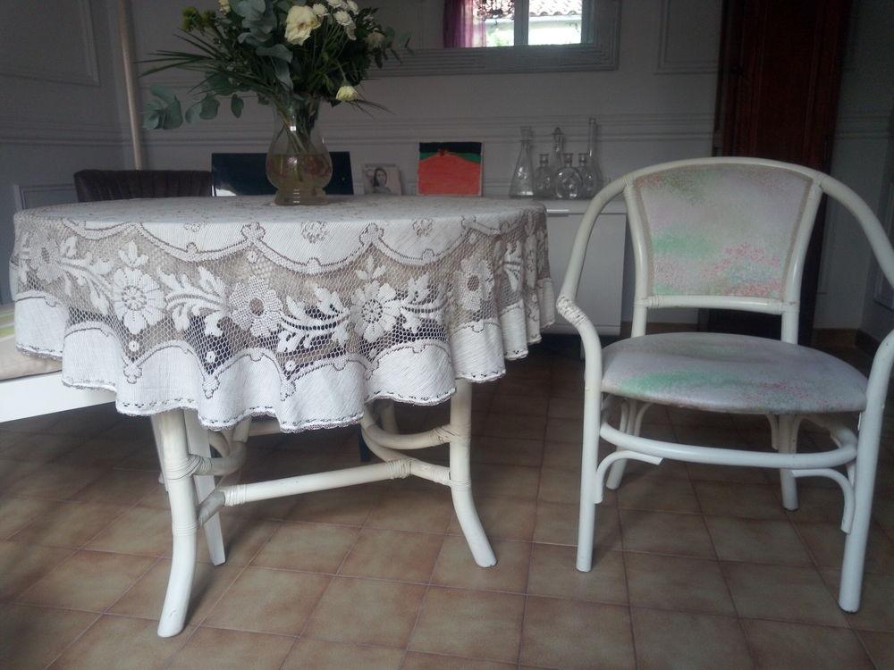 TABLE + CHAISES BAMBOU  60 Plan-de-Cuques (13)