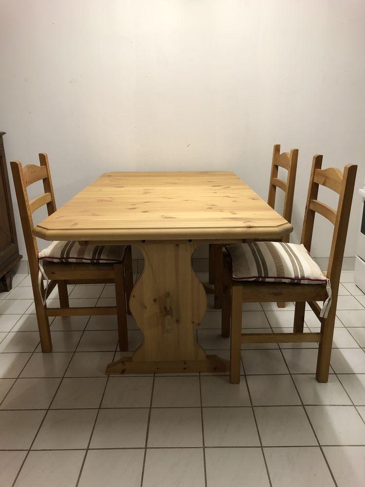 Table, chaises et banc 300 La Charité-sur-Loire (58)