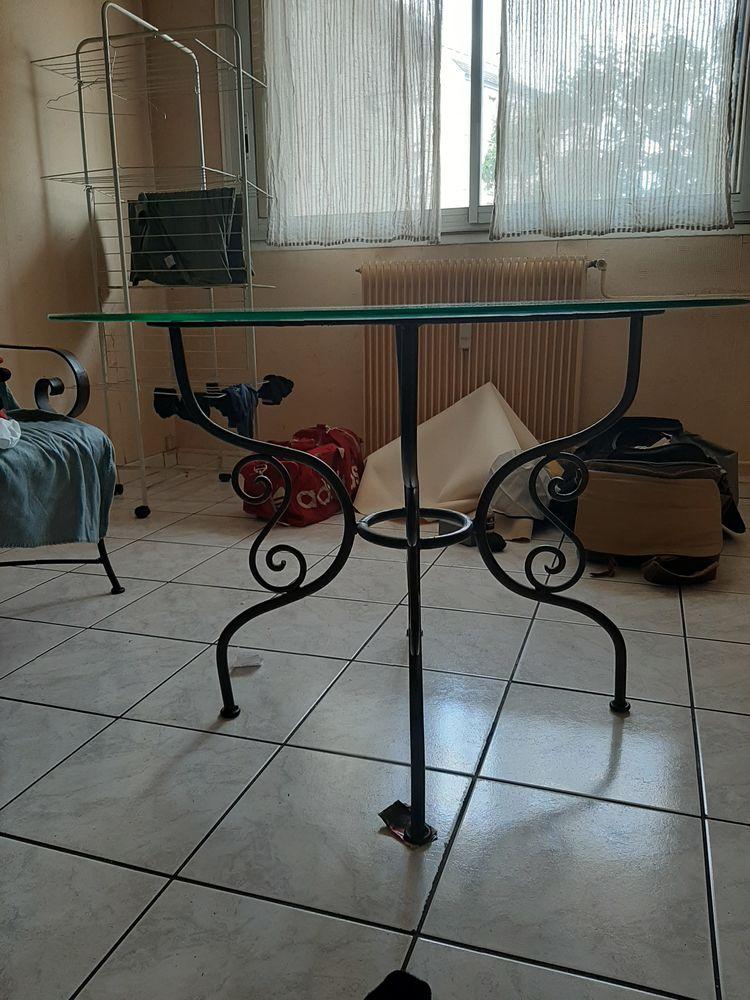 TABLE, 4 CHAISES ET UNE BANQUETTE EN FER FORGE 0 Montreuil (93)