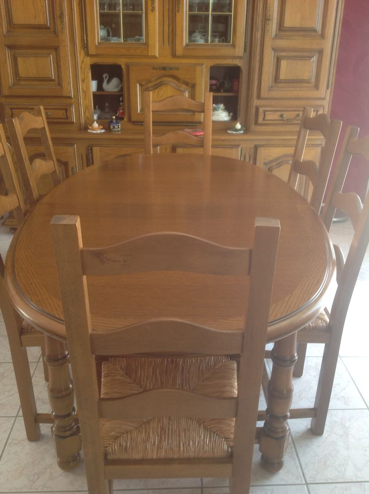 Table et chaises en bois massif parfait état