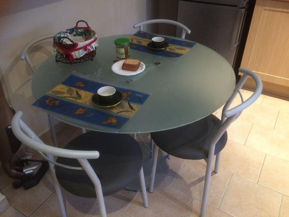 Achetez table et chaises occasion annonce vente graulhet 81 wb155842379 - Cherche table de cuisine ...