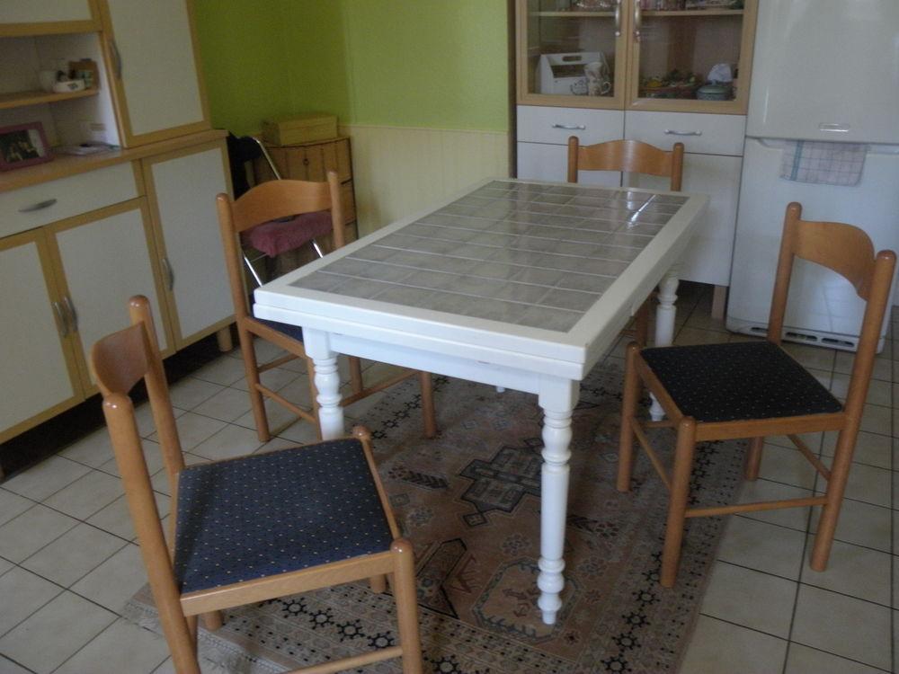 table + 4 chaises de cuisine 100 Harskirchen (67)