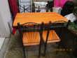 Table et 4 chaises de cuisine moderne en formica