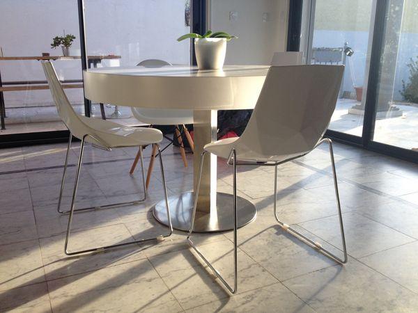 Table et 4 chaises design blanc 450 Lunel (34)