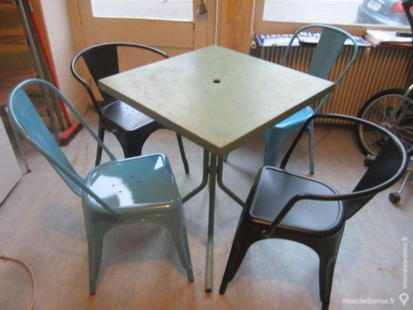 table 2 chaises et 2 fauteuils métalliques 420 Le Creusot (71)