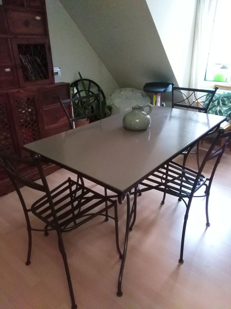 Table +4 chaises en fer forgé 290 Meaux (77)