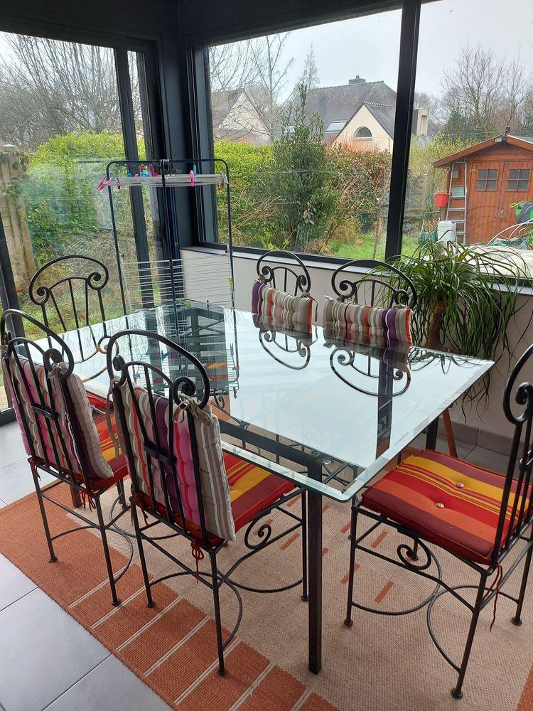 Table et chaises en fer forgé 250 Saint-Avé (56)
