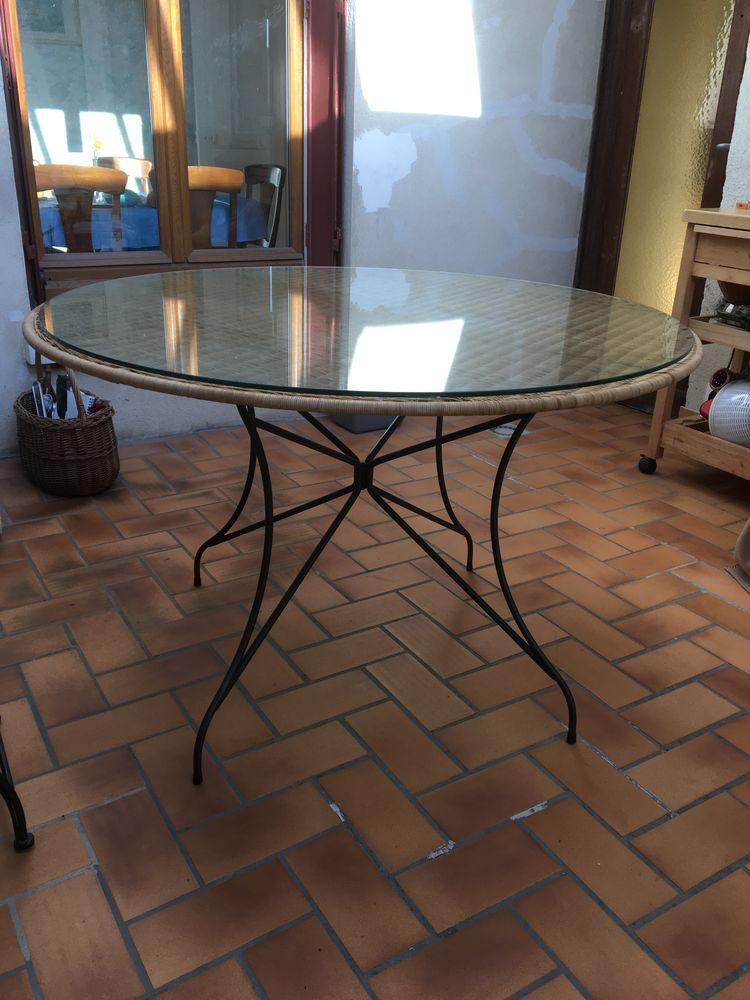 table et chaises fer forgé et rotin 150 Bois-d'Arcy (78)