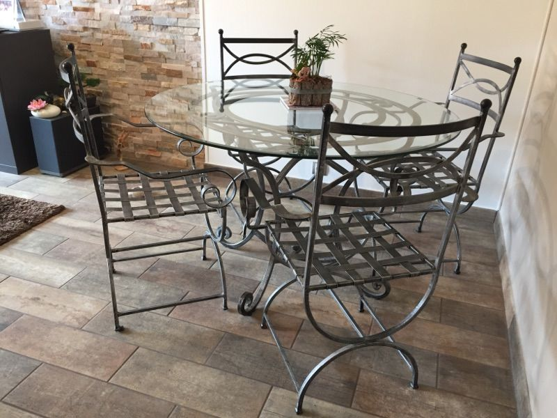 table et 4 chaises en fer forgés très bon état 200€ 200 Roquebrune-Cap-Martin (06)