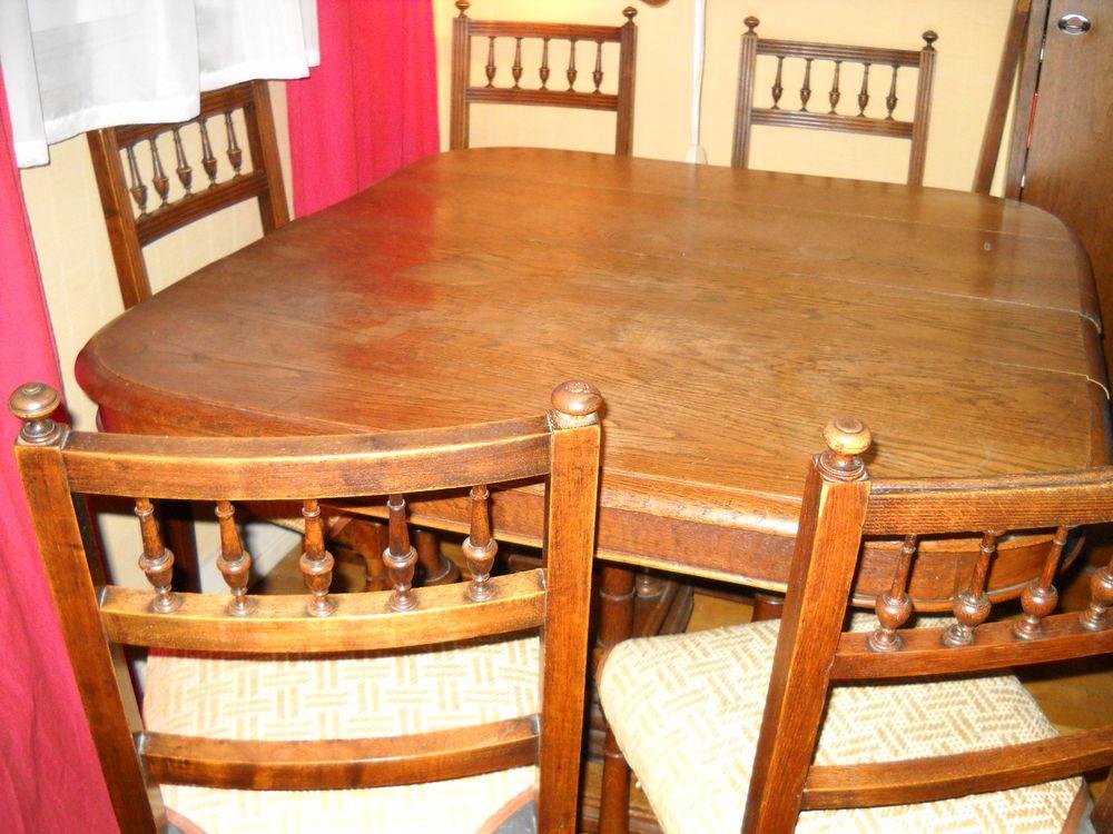 Table et chaises Henri 2. 99 Asnières-sur-Seine (92)