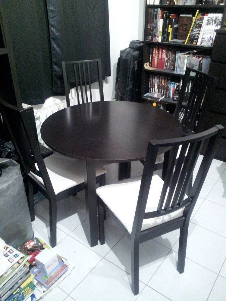 une table et 4 chaises IKEA 120 Gretz-Armainvilliers (77)