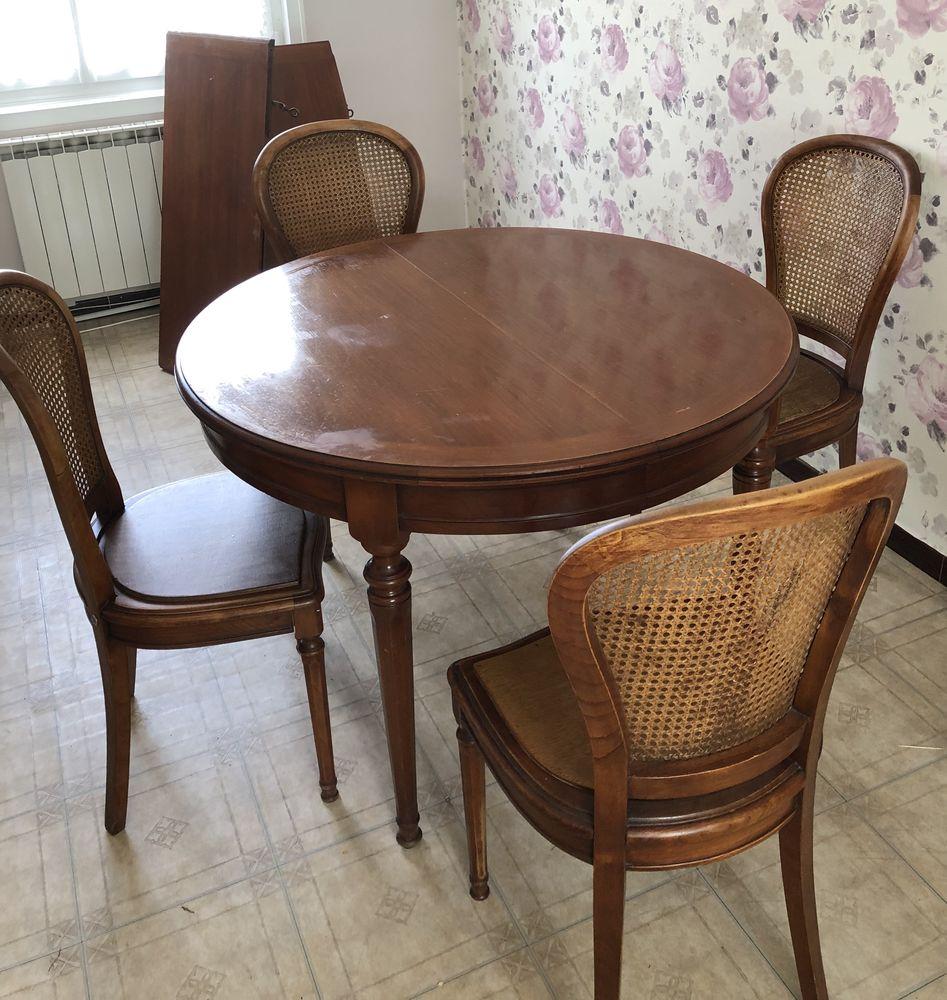 Table et 4 chaises en merisier  200 Marck (62)