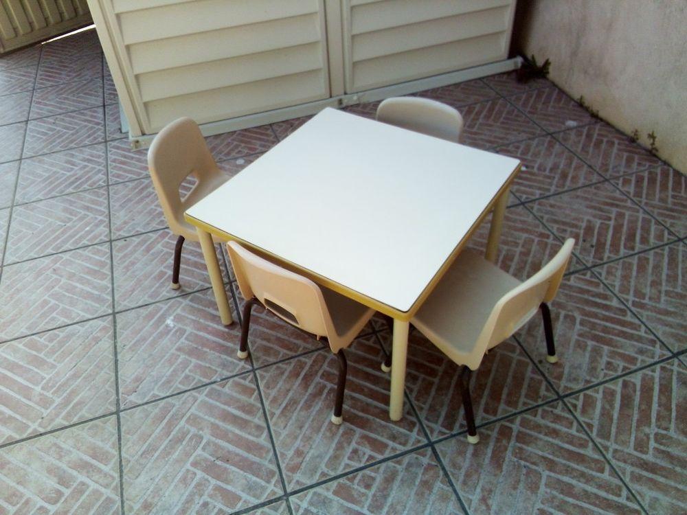 table et chaises pour enfants 45 La Bernerie-en-Retz (44)