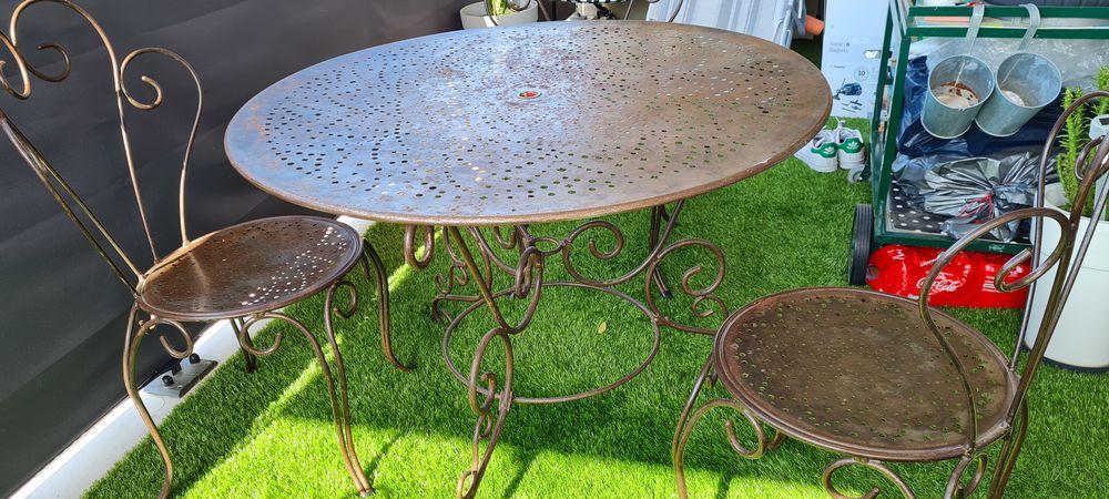 Table et chaises en véritable fer forgés 250 Saint-Tropez (83)