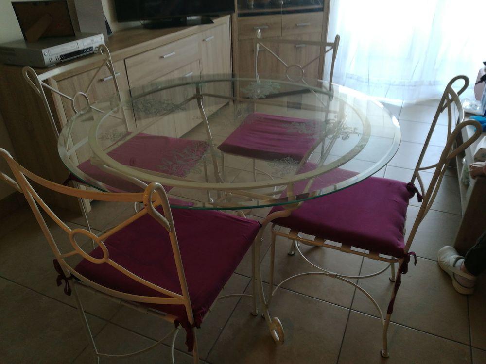 Table et 4 chaises en verre et fer forgé 120 Cannes La Bocca (06)