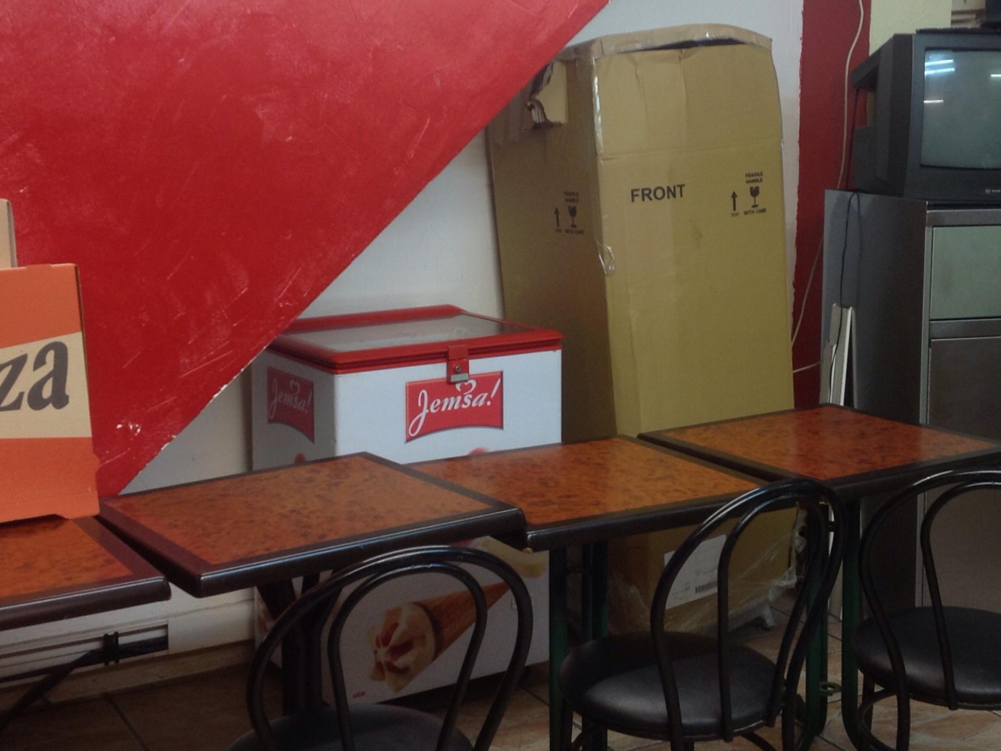 4 table+des chaises 120 Champs-sur-Marne (77)