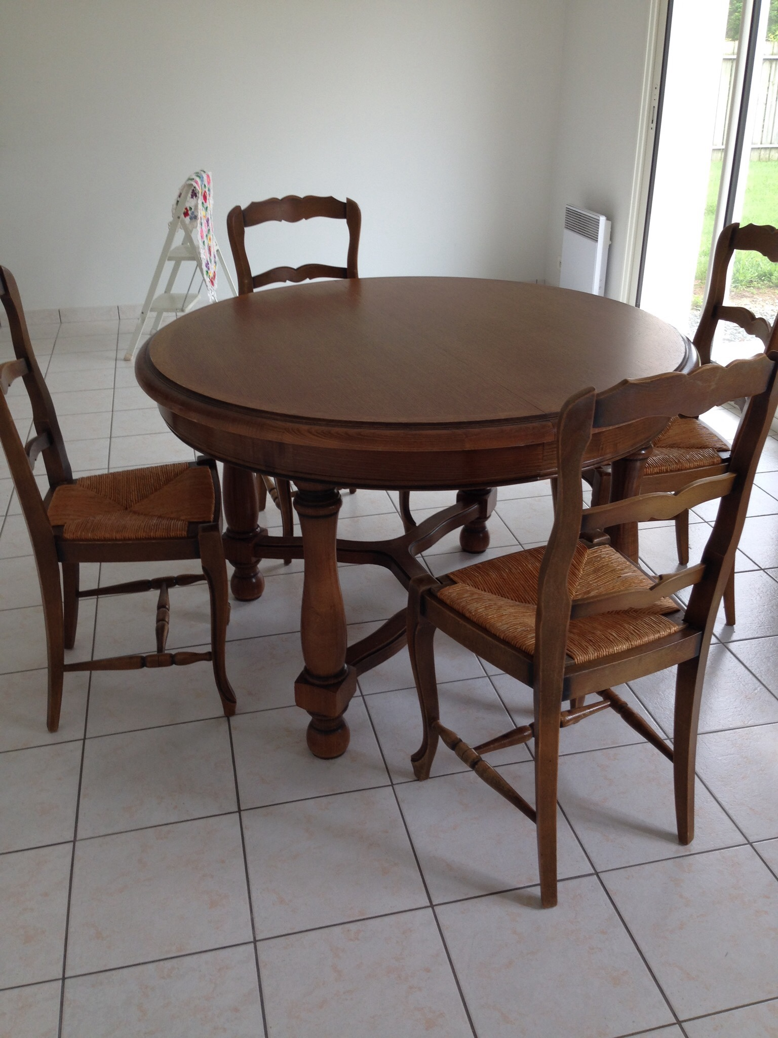 Table et Chaises 150 Saint-Paul-en-Pareds (85)
