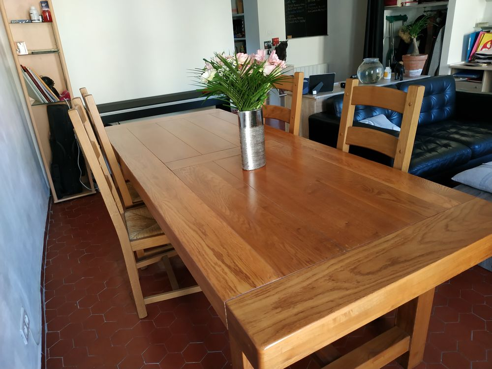 Table + 4 chaises 350 Le Luc (83)
