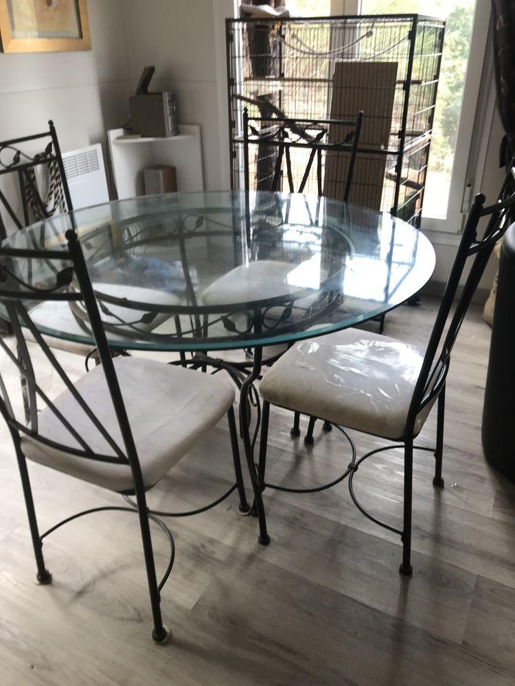 table et chaises  100 Montpellier (34)