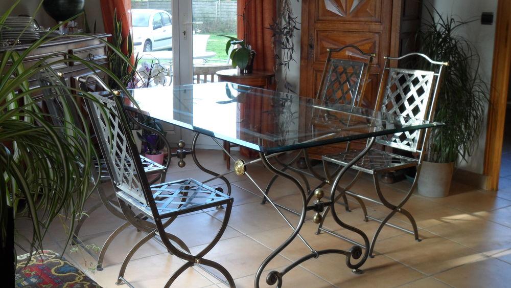 Table 4 chaises 400 Les Écrennes (77)