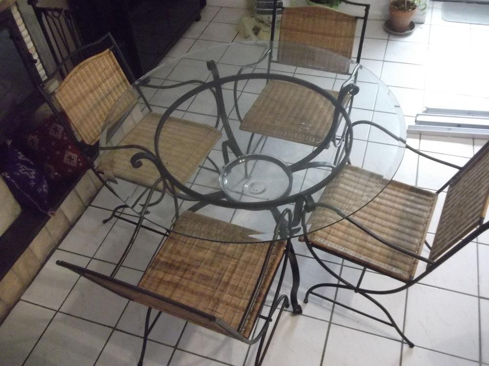 Table et chaises 25 Cabanac-et-Villagrains (33)