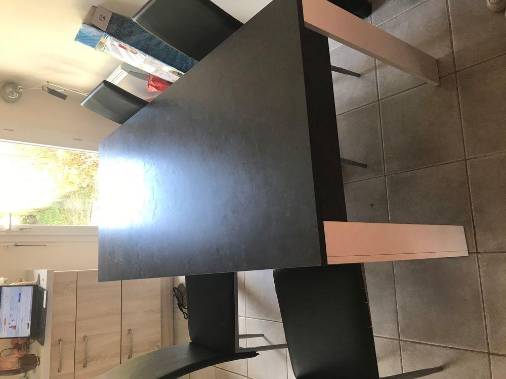 Table + chaises  60 Saint-Aubin-du-Cormier (35)