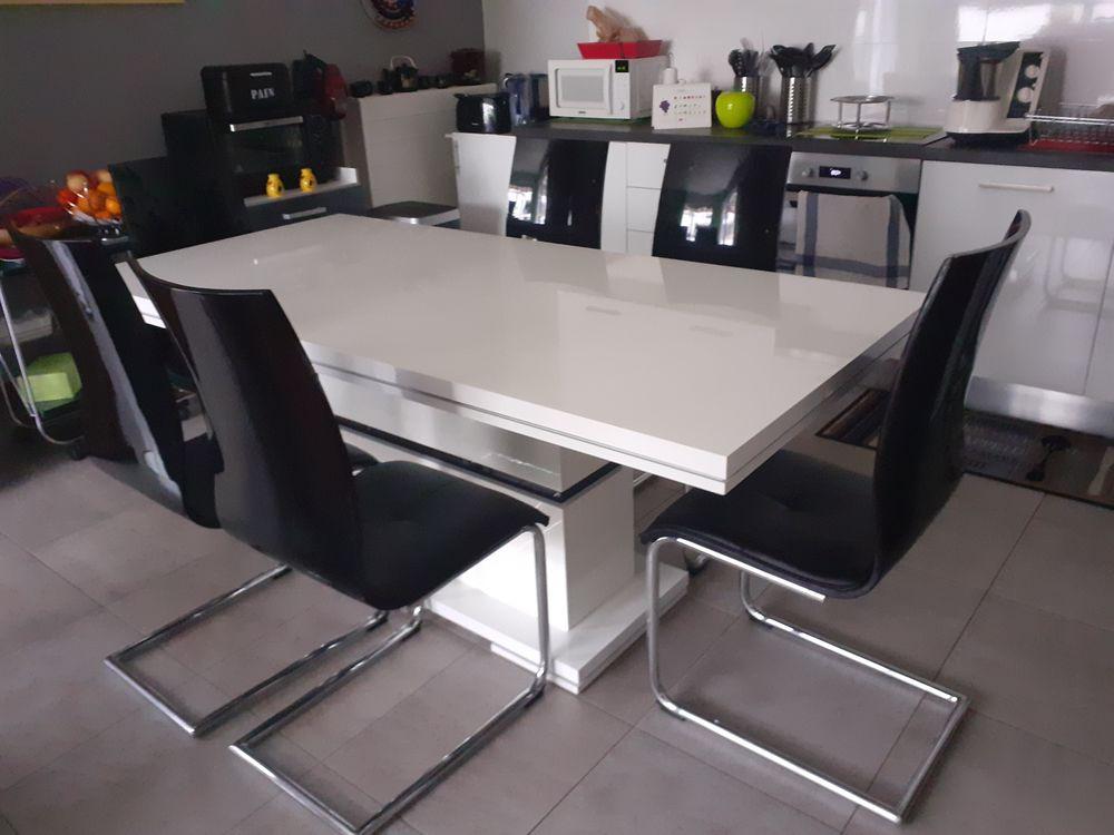 TABLE ET CHAISES 0 Souffelweyersheim (67)