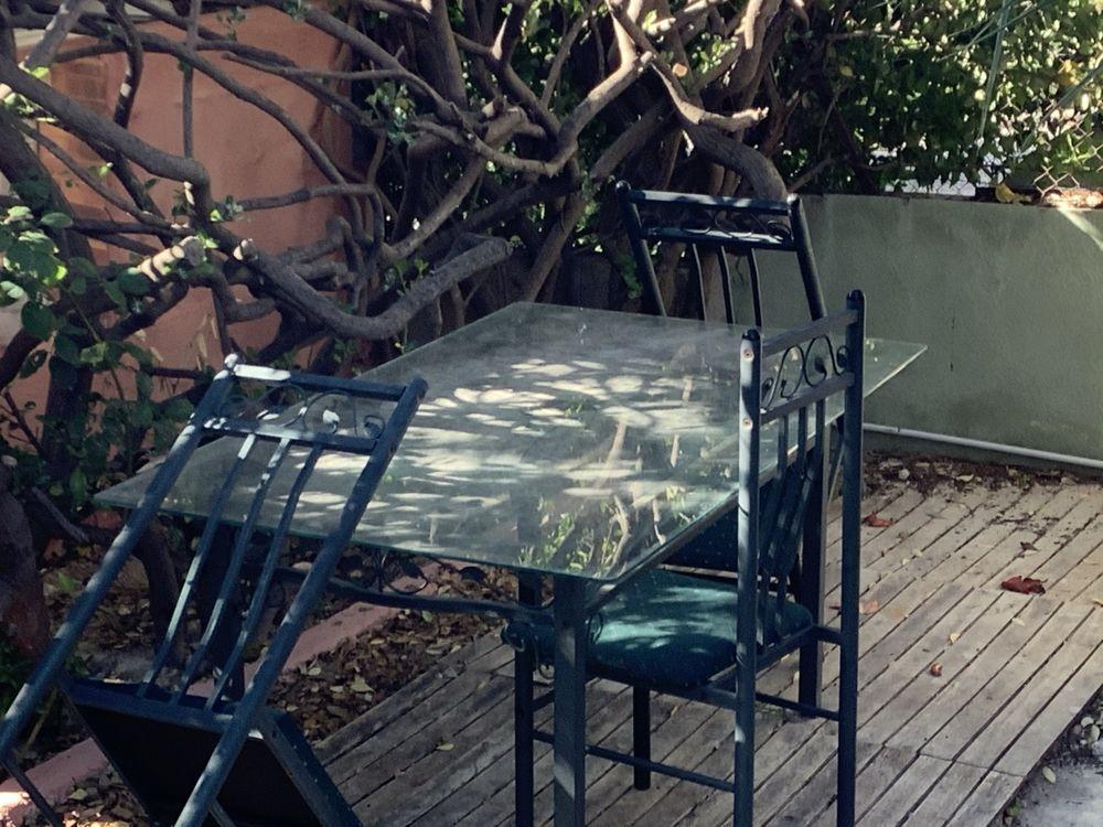 Table et chaises 60 La Penne-sur-Huveaune (13)