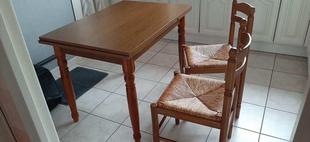 TABLE ET 2 CHAISES 65 Brest (29)
