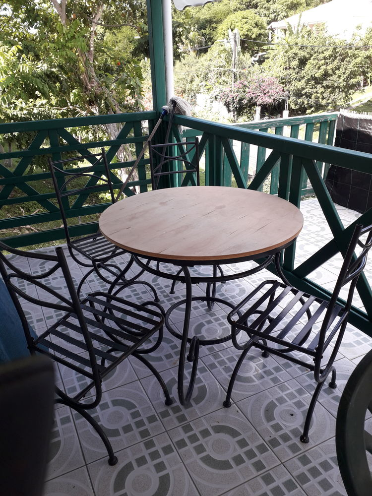Table et chaises  0 Le Gosier (97)