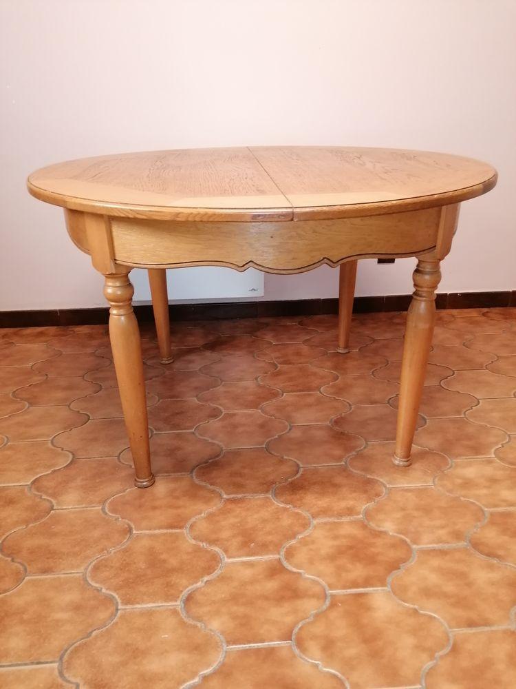 table et chaises 250 Le Revest-les-Eaux (83)