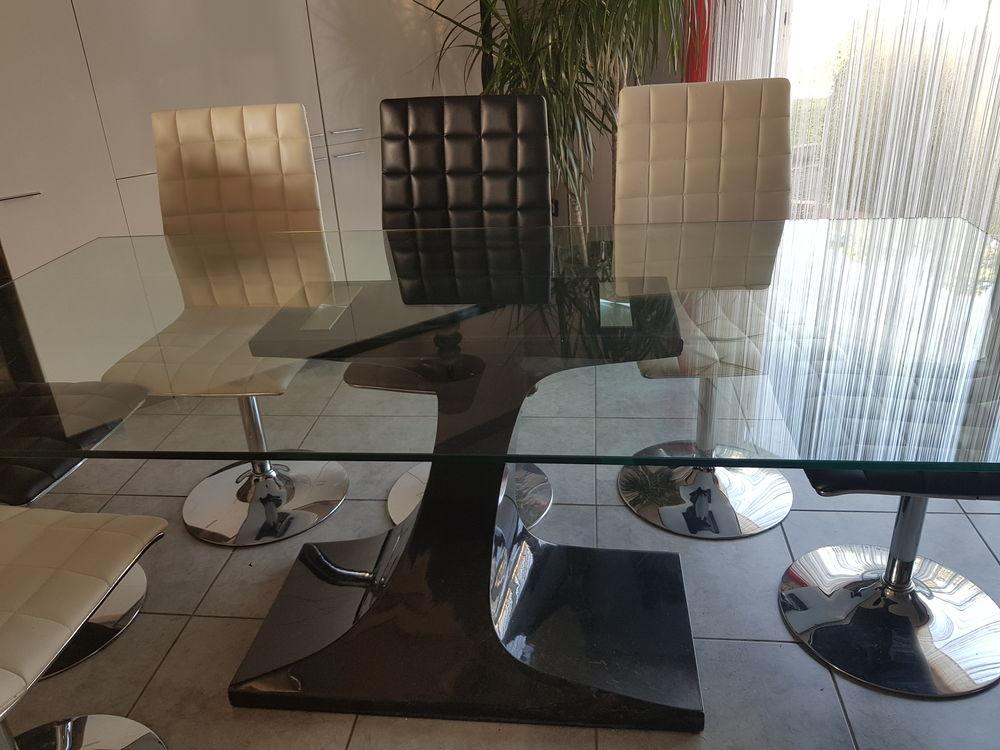 TABLE + 8 CHAISES 250 Haute-Rivoire (69)