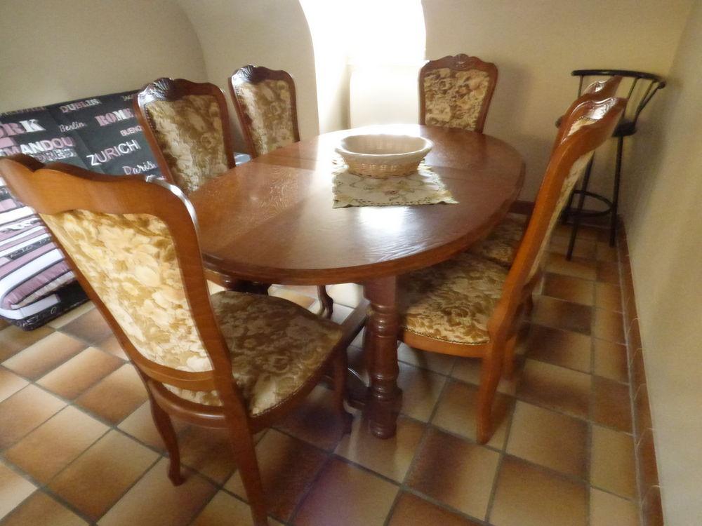 Table en chêne et 6 chaises de salle à manger. 250 Pont-Croix (29)