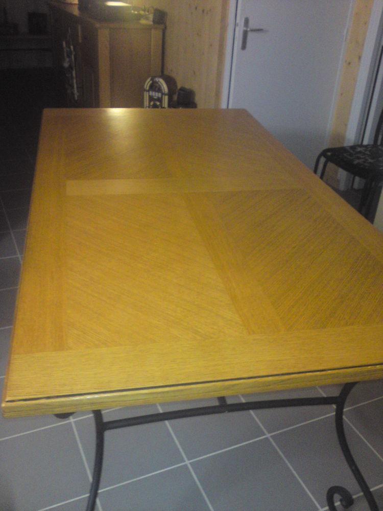 Table en chêne clair avec pied en fer forgé 250 Châlons-en-Champagne (51)