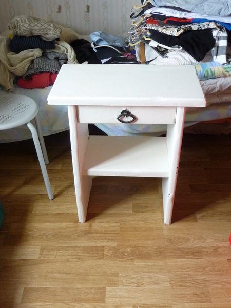 tables de chevet occasion en seine maritime 76 annonces achat et vente de tables de chevet. Black Bedroom Furniture Sets. Home Design Ideas