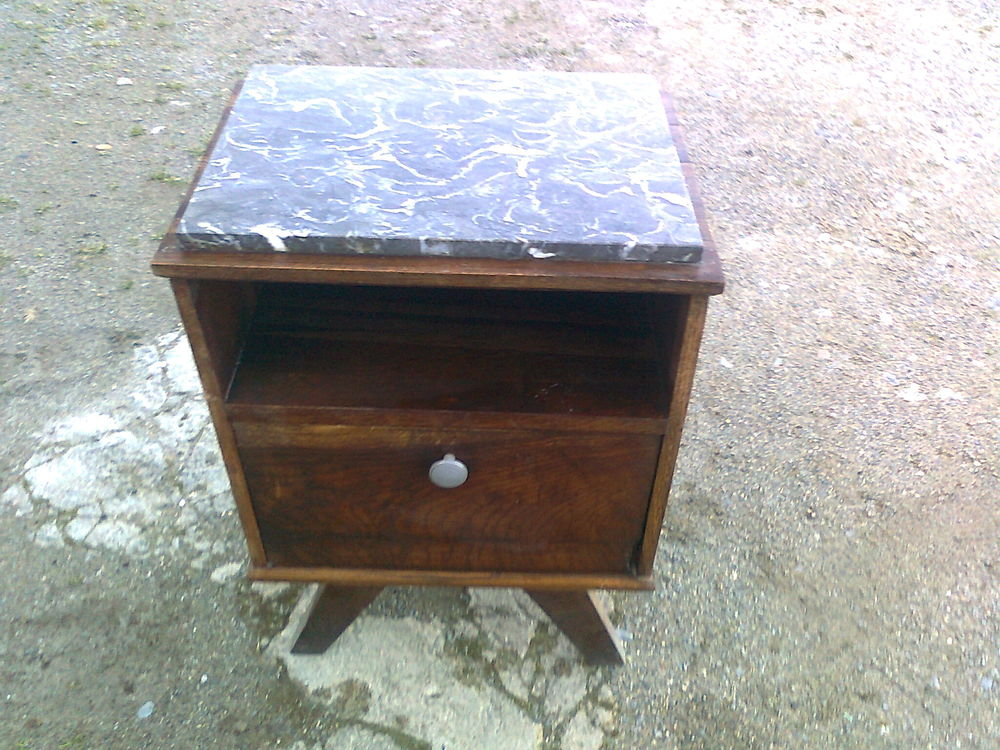 Table de Chevet dessus en marbre 25 Capvern (65)