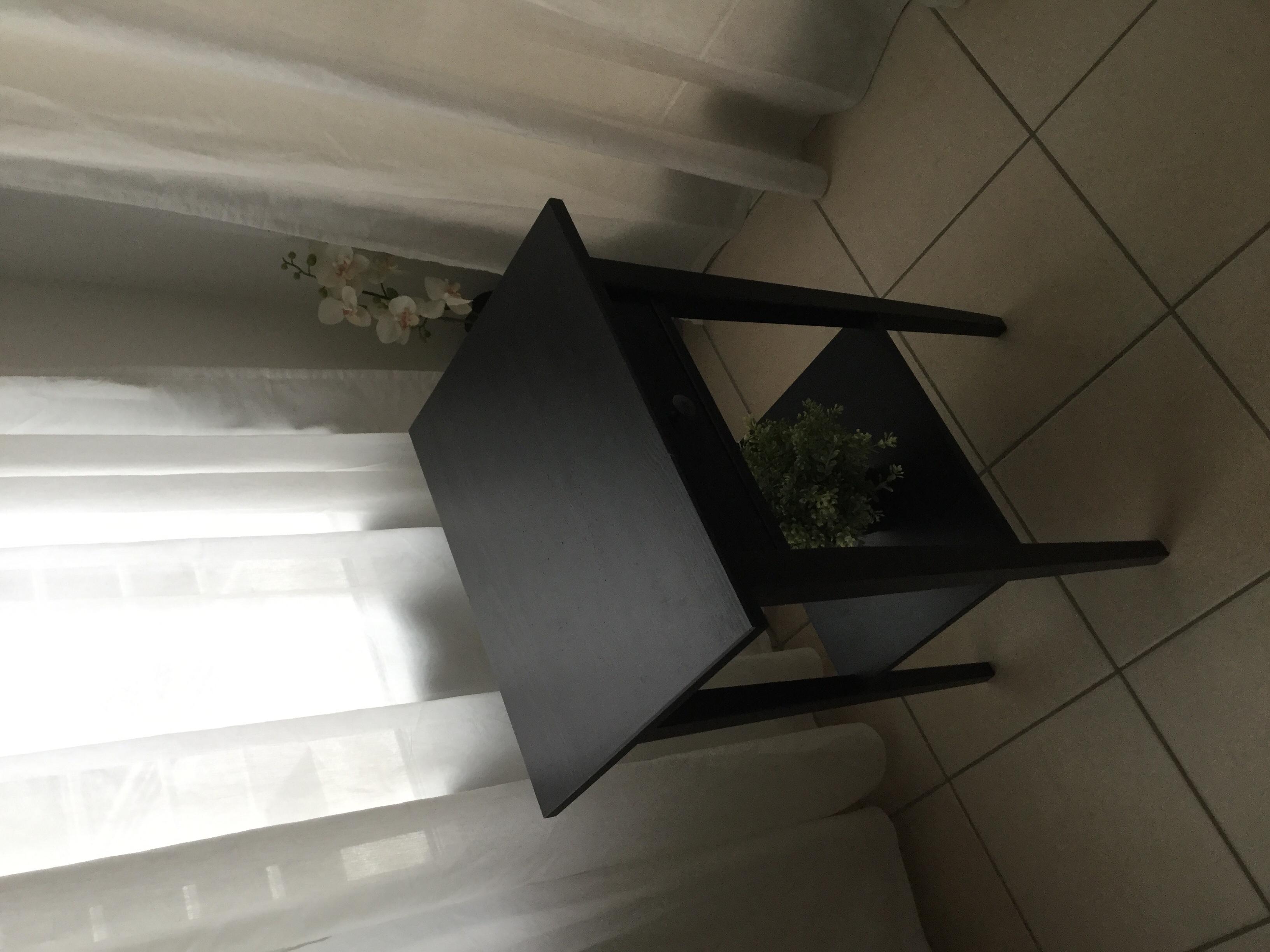 table de chevet ikea hemnes meubles with hemnes table de chevet. Black Bedroom Furniture Sets. Home Design Ideas