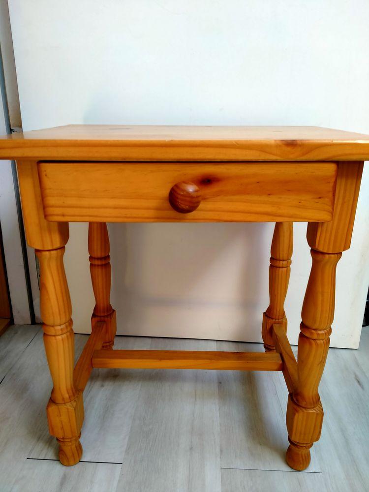 Table de chevet en pin massif  30 Les Ponts-de-Cé (49)