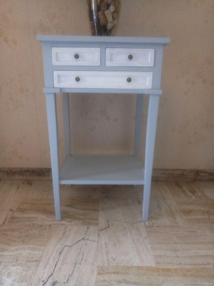 Table de chevet 3 tiroirs grise et blanche 40 Grasse (06)