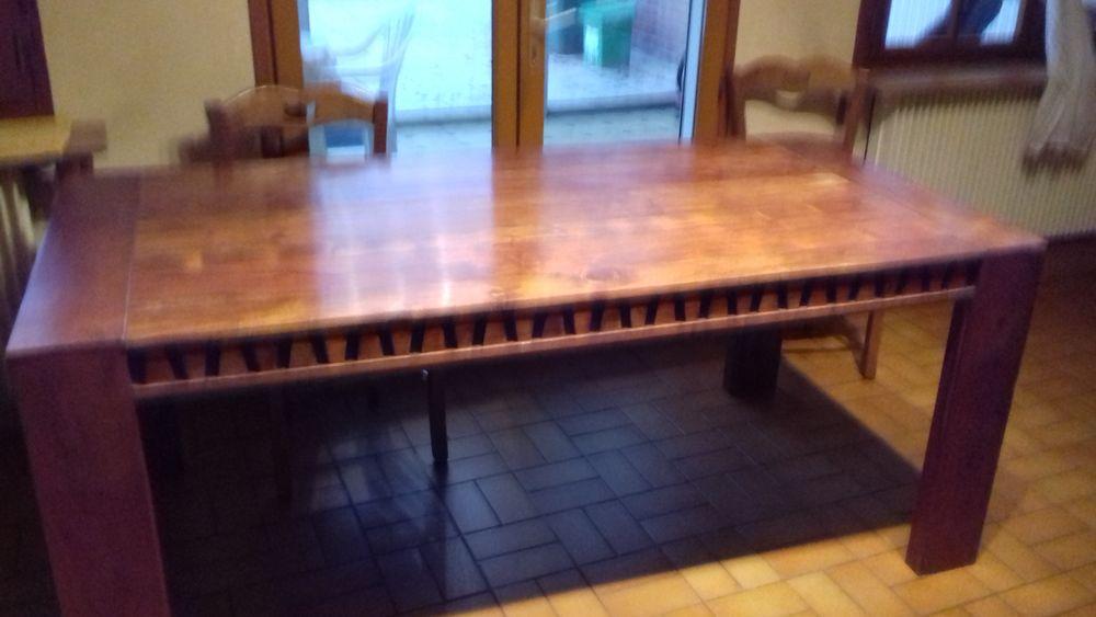 TABLE DE CHEZ BOIS ET CHIFFON 350 Cambrai (59)