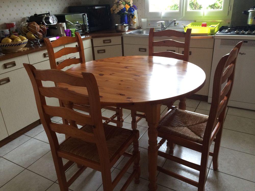 Table de cuisine avec 4 chaises 80 Gonneville-la-Mallet (76)