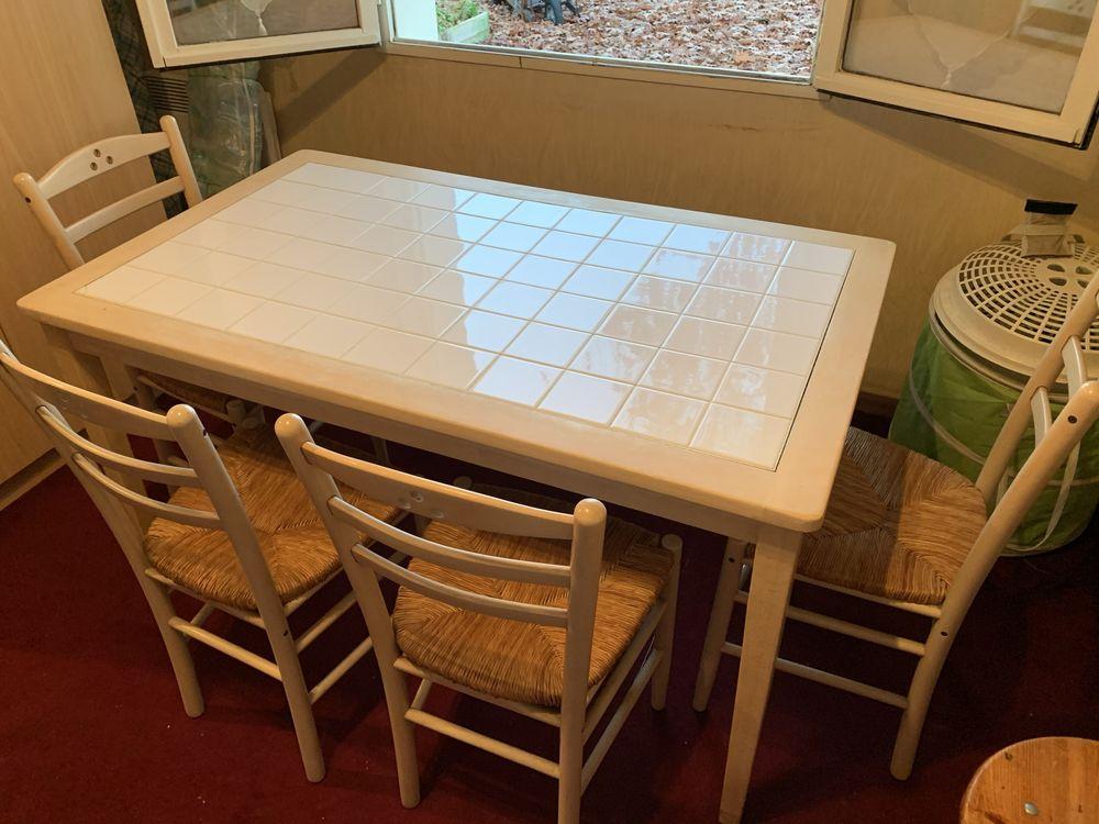 Table de cuisine avec six chaises 50 Arsac (33)