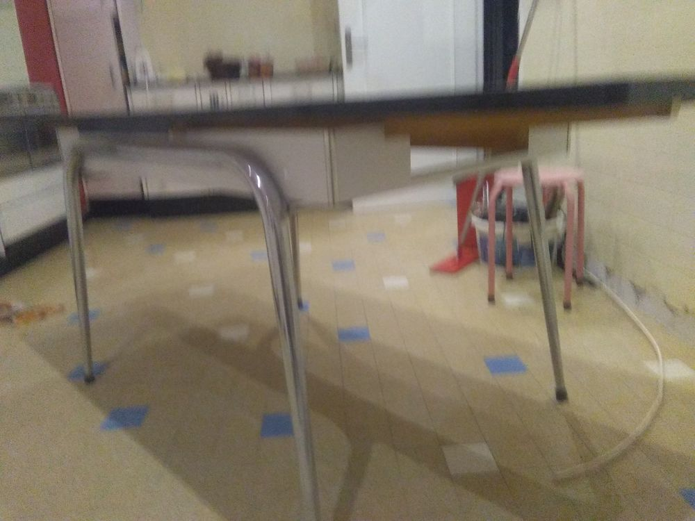 Table de cuisine avec 2 rallonges et un petit tiroir Meubles