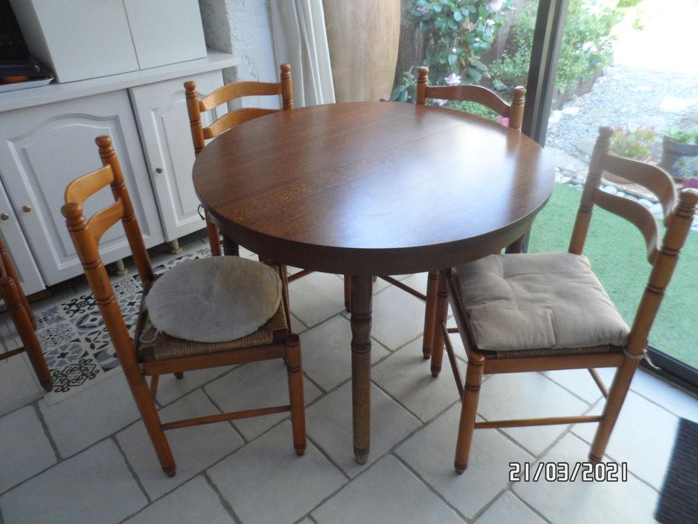 table de cuisine avec 4 chaises 50 Fréjus (83)